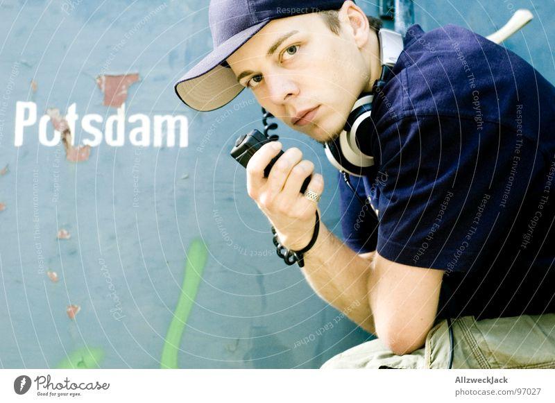 Breaker-Breaker 1-9 Baseballmütze Mütze Kopfbedeckung Mann maskulin Herr Hiphop Porträt Potsdam Kopfhörer Elektrisches Gerät Technik & Technologie verfallen