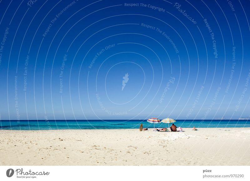 On the Beach Mensch Ferien & Urlaub & Reisen blau weiß Sommer Sonne Erholung Meer ruhig Strand Wärme Gefühle Küste Sand Zusammensein Zufriedenheit