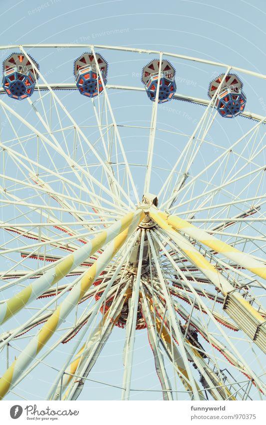 janz schön hoch Freude groß Lebensfreude fahren Jahrmarkt Riesenrad Speichen