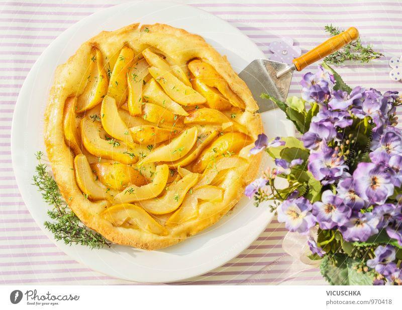 Birnen Kuchen mit Thymian und Blumen Garten Lebensmittel Frucht Design Ernährung Tisch Kochen & Garen & Backen Kräuter & Gewürze Bioprodukte Frühstück Teller