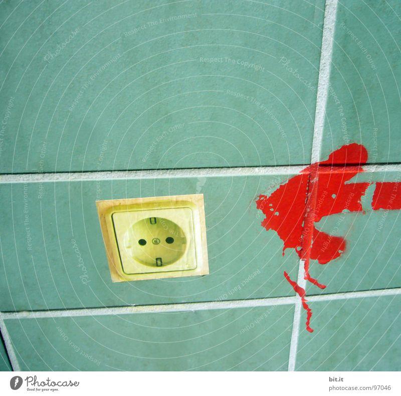 MIT DEM STROM SCHWIMMEN grün rot Wand Farbstoff Mauer Linie Energie Elektrizität Ziel Zeichen Pfeil Fliesen u. Kacheln Richtung Fuge Etikett Hinweis