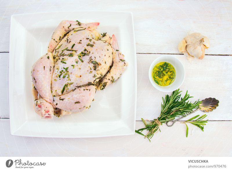 Ganzes Hähnchen mit Öl, Knoblauch und Bund Rosmarin Gesunde Ernährung Stil Lebensmittel Foodfotografie Lifestyle Design Kochen & Garen & Backen Küche