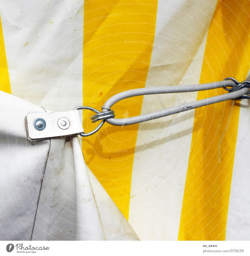 Zeltlager Jahrmarkt Zirkus Veranstaltung Show Zeltplane Zelteingang Haken Öse Metall Kunststoff authentisch fest hell stark gelb weiß Design Farbe