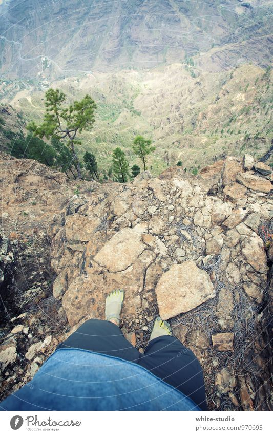 Keinen Schritt weiter bitte! Ferien & Urlaub & Reisen Berge u. Gebirge oben springen maskulin Freizeit & Hobby wandern hoch Fußweg fallen Risiko Höhenangst tief