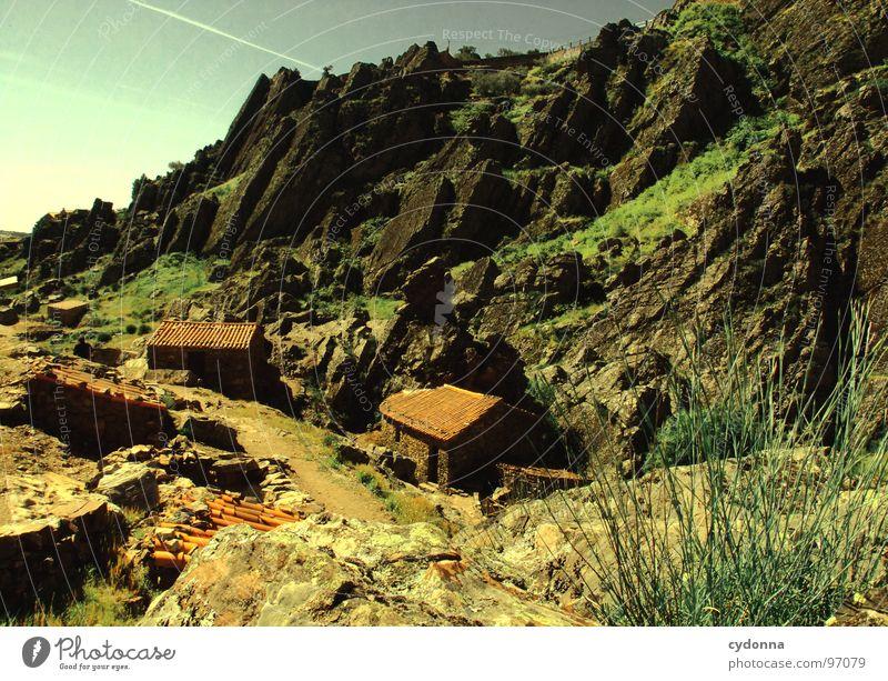 Portugal Himmel Natur grün schön Ferien & Urlaub & Reisen Pflanze Sonne Sommer Einsamkeit Haus Landschaft Leben Berge u. Gebirge Stein Felsen Ausflug