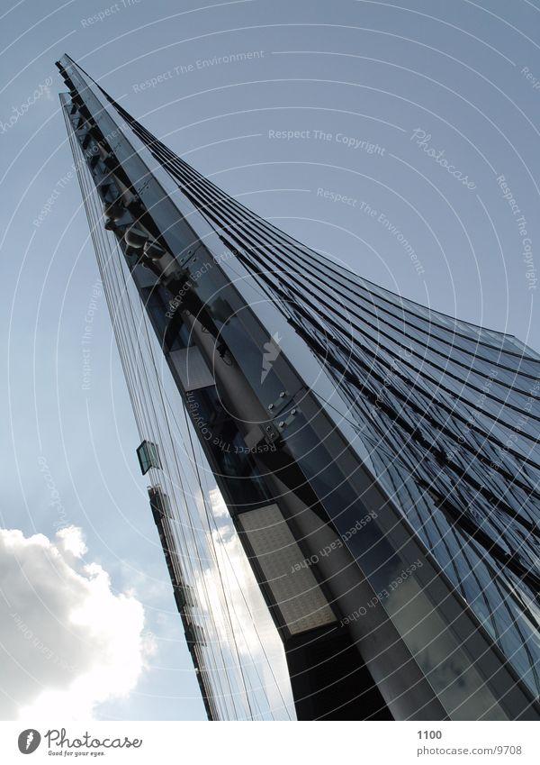 Hochhauskante Himmel Wolken Berlin Architektur Glas Hochhaus modern Ecke