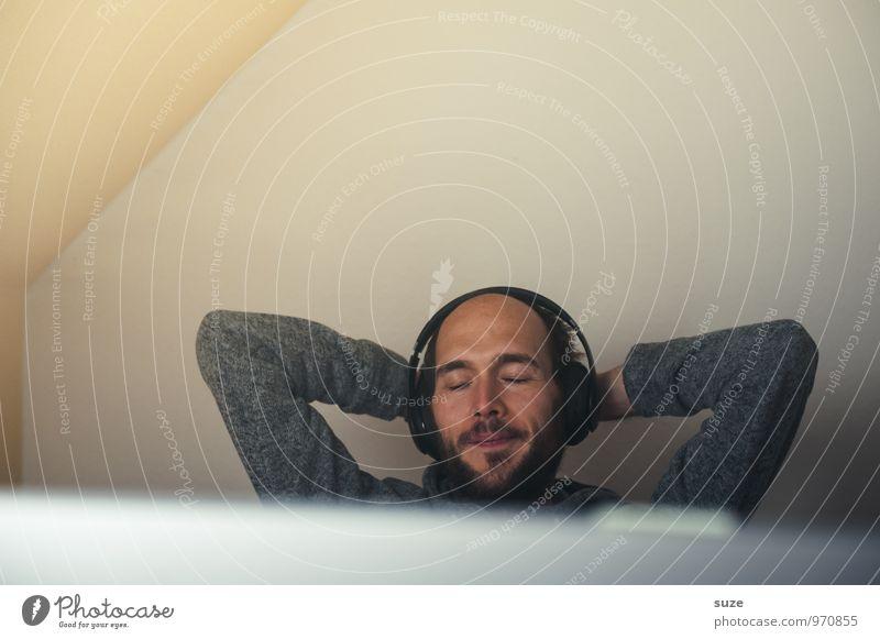 Klingt gut ... Lifestyle Stil Freude Wohlgefühl Zufriedenheit Erholung Freizeit & Hobby Häusliches Leben Wohnung Musik Arbeit & Erwerbstätigkeit Büro Radiogerät