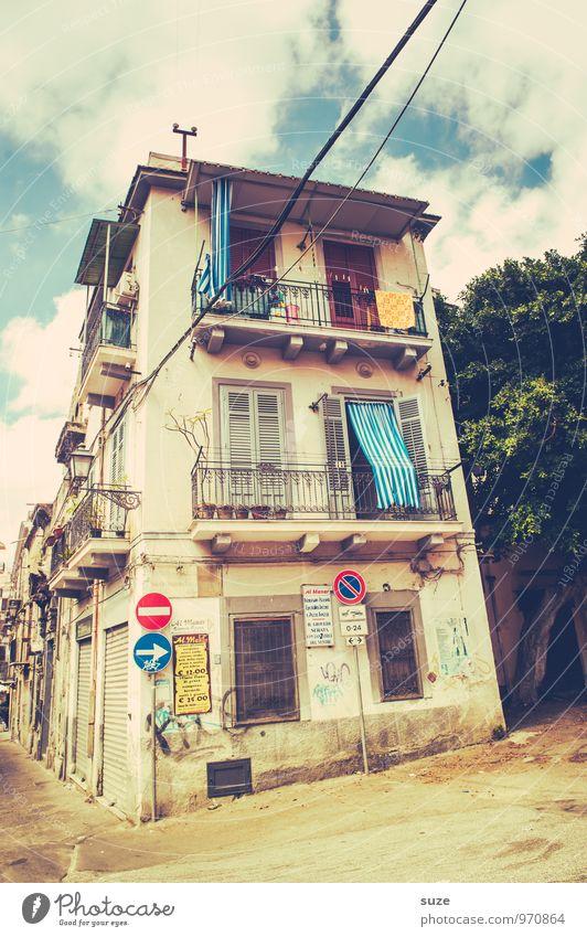 Das Beste im Leben ist umsonst Ferien & Urlaub & Reisen alt Stadt Haus Fenster Straße Reisefotografie Architektur Gebäude Stil Fassade dreckig Tür trist