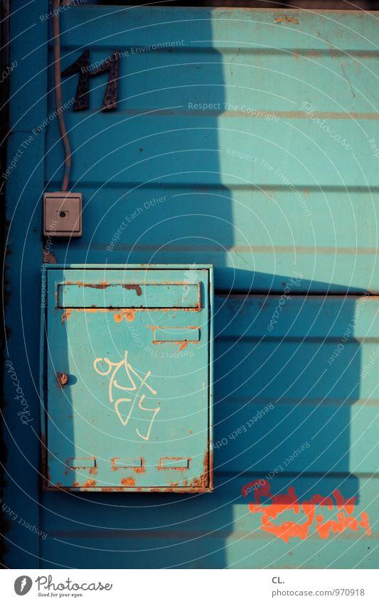 nummer 11 Haus Mauer Wand Klingel Briefkasten Hausnummer Post Schalter Kabel Ziffern & Zahlen Graffiti dreckig kaputt orange türkis Häusliches Leben Farbfoto