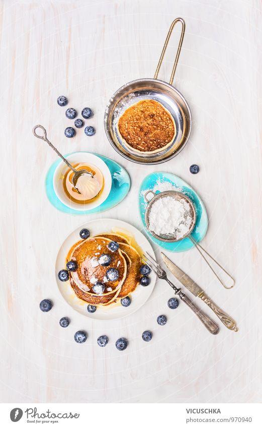 Pfannkuchen mit Honig und Heidelbeeren Lebensmittel Frucht Teigwaren Backwaren Kuchen Dessert Süßwaren Marmelade Ernährung Frühstück Festessen Bioprodukte