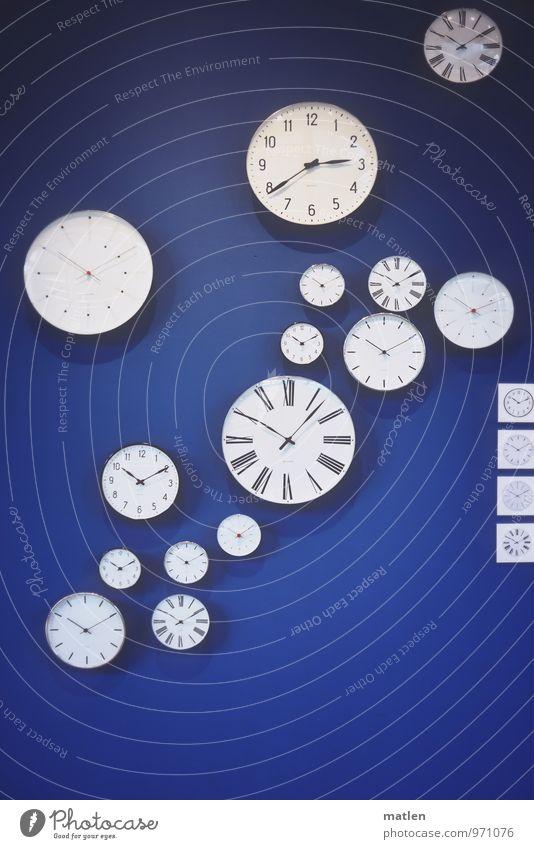 letztes Stündlein blau weiß schwarz Wand gehen Uhr Zifferblatt rund hängen eckig Stundenzeiger Format Minutenzeiger Uhrenzeiger