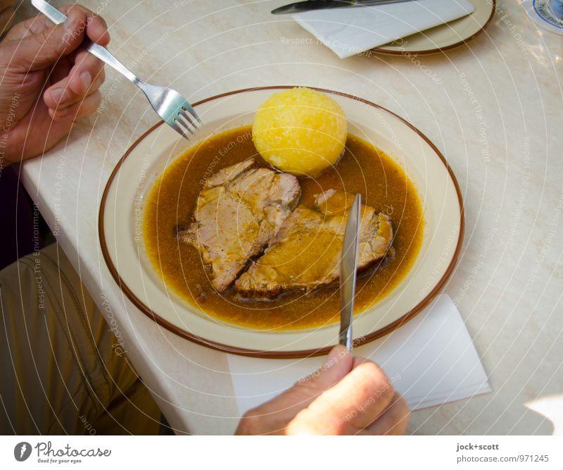 Herz mit Knödel Hand Essen authentisch Ausflug Beginn Lebensfreude rund Neugier festhalten lecker Wohlgefühl Appetit & Hunger Tradition Teller Messer