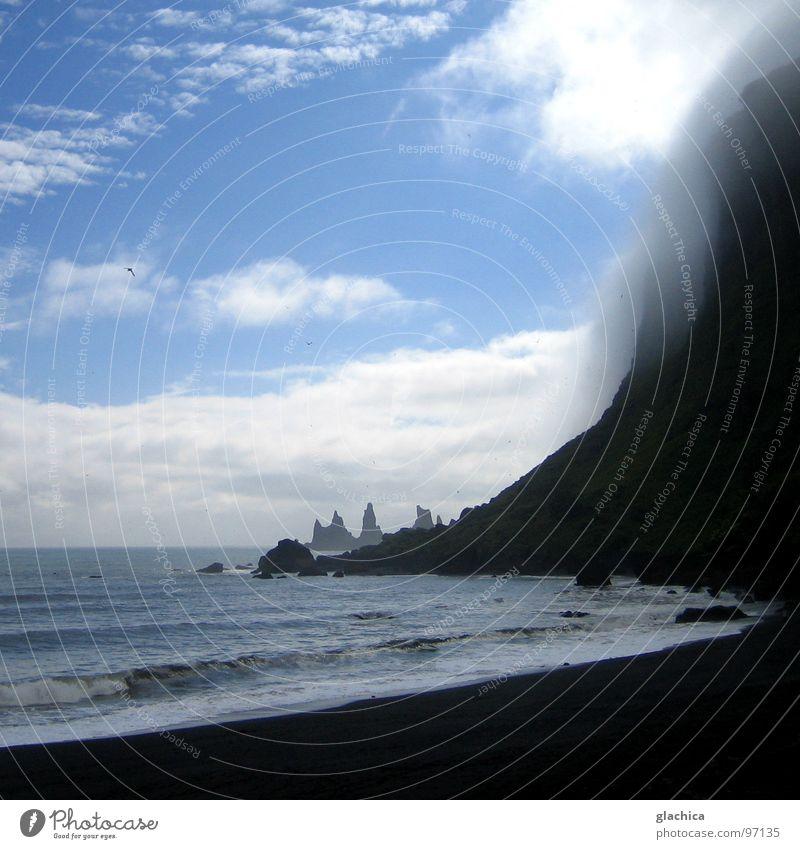 die drei trolle Island Meer Wellen Nebel kalt Einsamkeit Wind Lava heiß Quelle Wolken weiß schwarz Strand Klippe Brandung Meerwasser Ödland ruhig Unendlichkeit