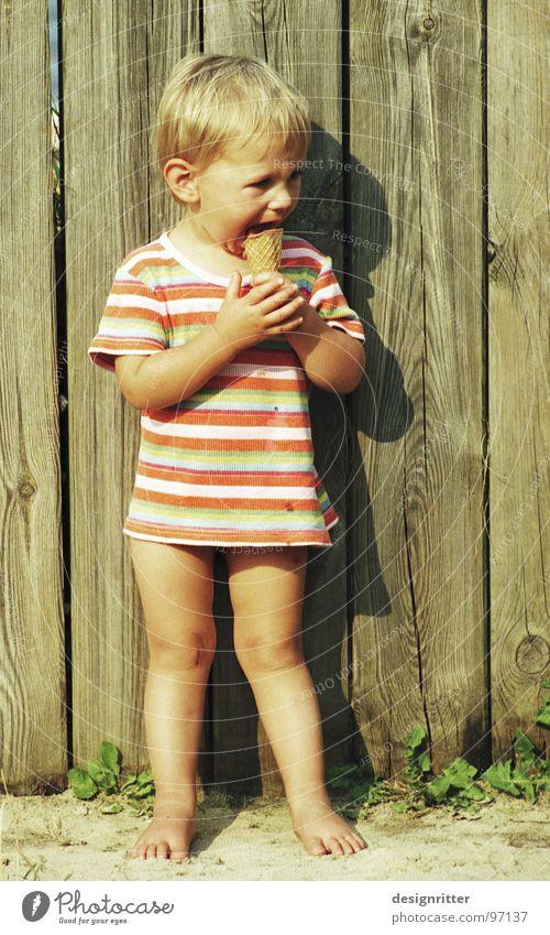 k-k-k-a-a-a-l-l-l-t-t-t-t Kind Mädchen lecker lutschen Ernährung kalt heiß gestreift T-Shirt Eis Essen Zähne