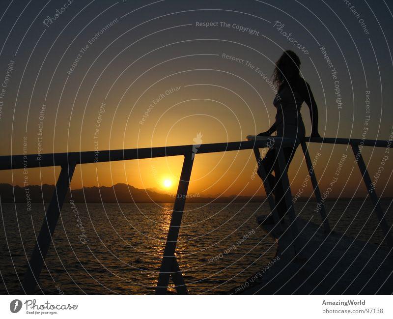 Sunset Frau Wasser Sonne Meer Sommer Wasserfahrzeug Romantik Sehnsucht Abenddämmerung Ägypten Himmelskörper & Weltall Sonnenuntergang Rotes Meer Safaga