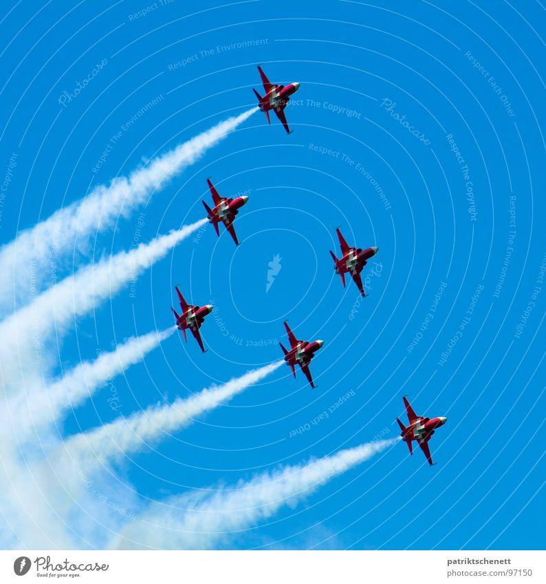 Up, up and away! Himmel blau Wolken Freiheit Flugzeug Luftverkehr Rauch Konzentration Schwanz Militärflugzeuge Düsenflugzeug Formation Düsenjäger Formationsflug
