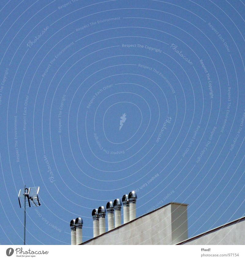 unknown roof objects Himmel blau Mauer modern Technik & Technologie Dach obskur Antenne Lüftung Elektrisches Gerät