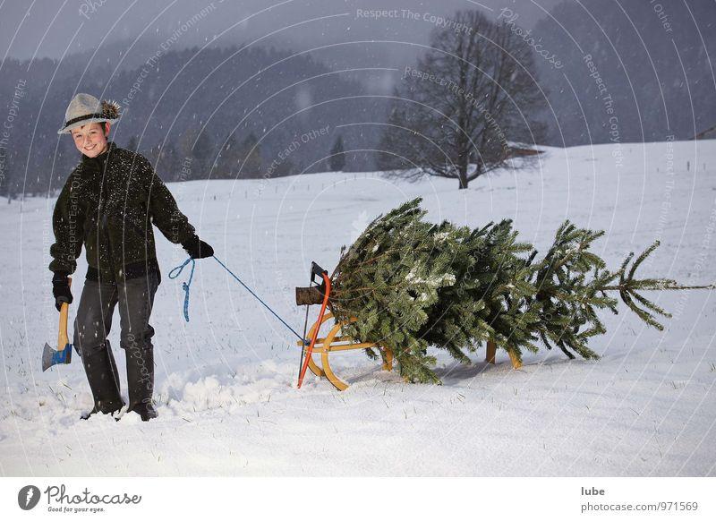 Christbaum aus dem Wald Weihnachten & Advent Junge 1 Mensch 8-13 Jahre Kind Kindheit Umwelt Natur Landschaft Winter Schnee Schneefall Baum Gummistiefel Glück