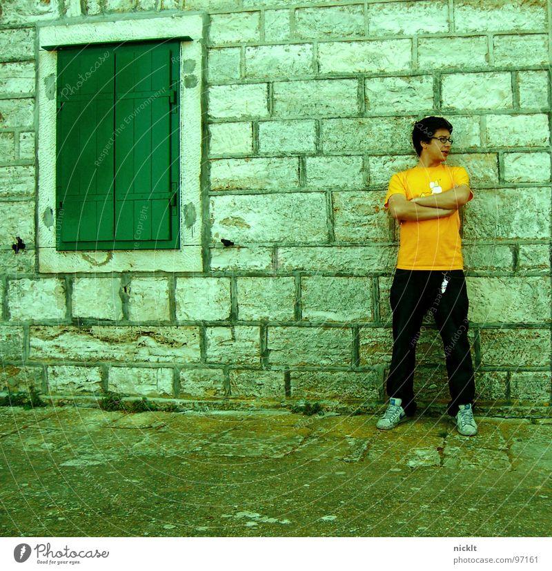 trotzkopf Mann Haus Wand Mauer Coolness Macht Student Wut Ärger Kroatien trotzig