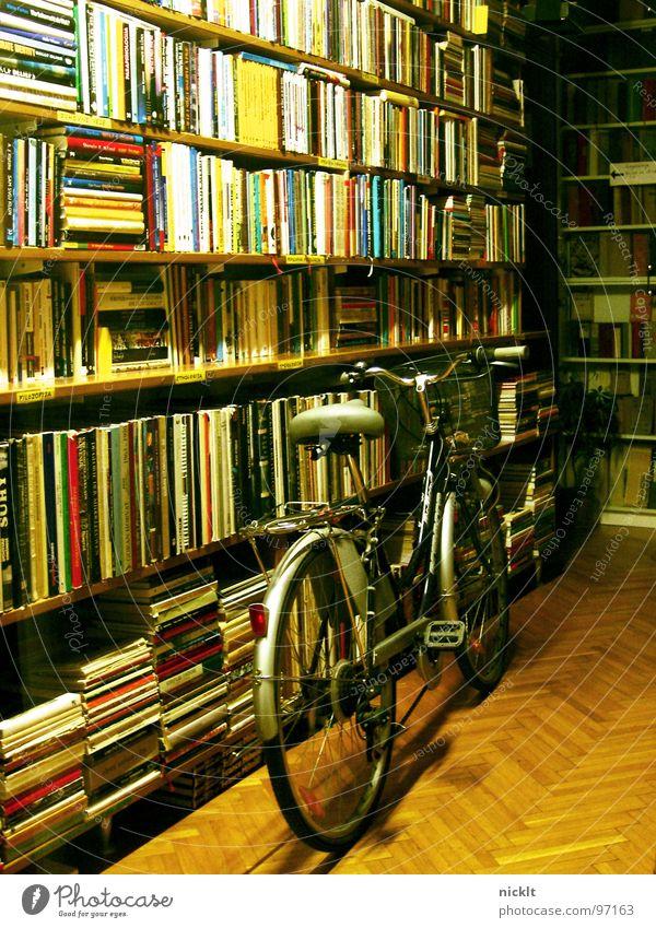 lost bike.. Einsamkeit Fahrrad Buch Verkehr lesen Dinge Ladengeschäft Möbel Fahrzeug Slowenien Ljubljana