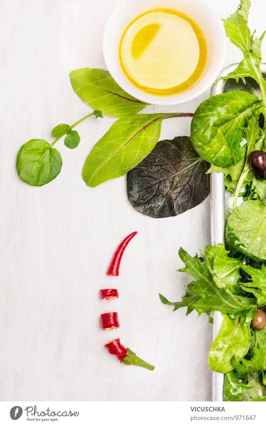 Grün Salat mit Dressing und Chilischote Natur Gesunde Ernährung gelb Stil Lebensmittel springen wild Design Ernährung Fitness Kräuter & Gewürze Gemüse Bioprodukte Schalen & Schüsseln Diät Mittagessen