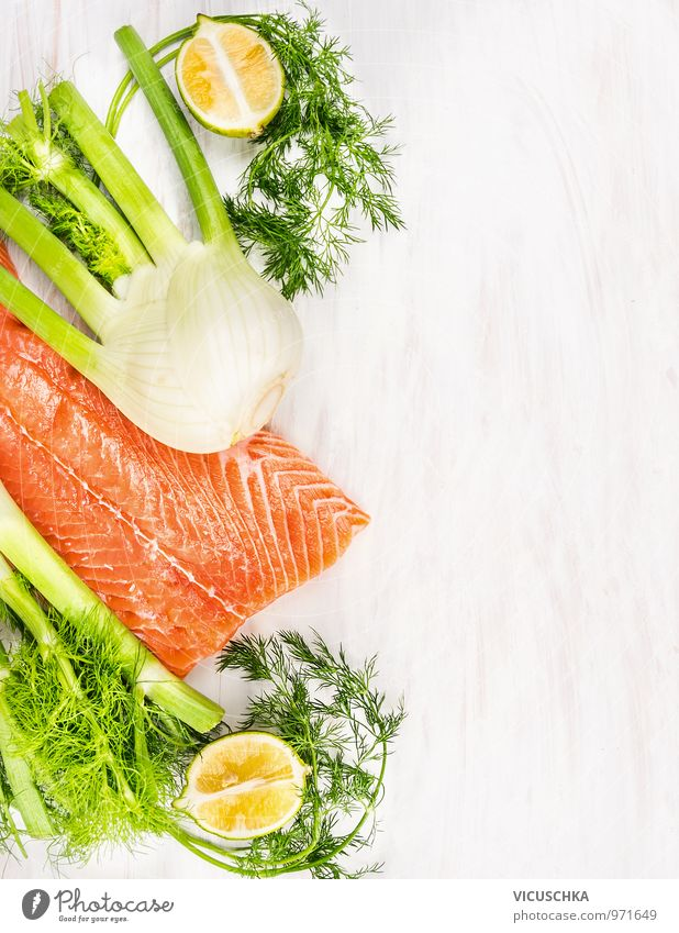 Rohes Lachsfilet mit grünen Kräutern und Zitrone Lebensmittel Fisch Gemüse Kräuter & Gewürze Ernährung Mittagessen Bioprodukte Vegetarische Ernährung Diät Stil