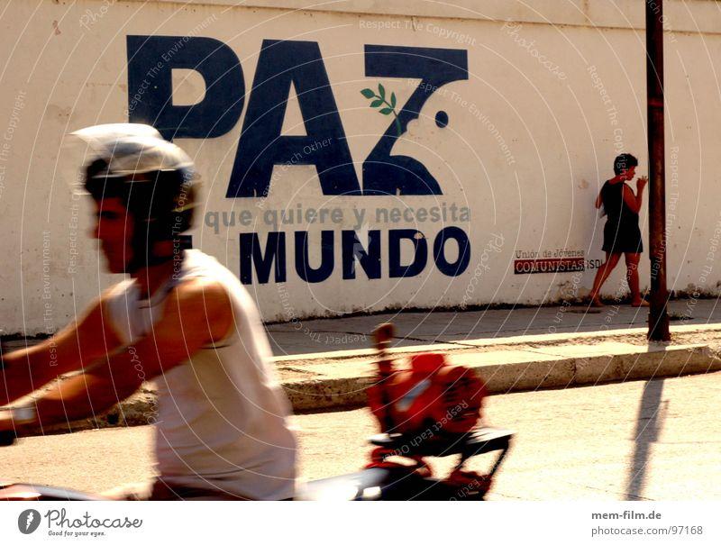 paz mundo Wand Graffiti Bewegung orange Arme leer Kommunizieren Frieden Verkehrswege Krieg Kuba Abenddämmerung Nostalgie Taube Fußgänger Altstadt