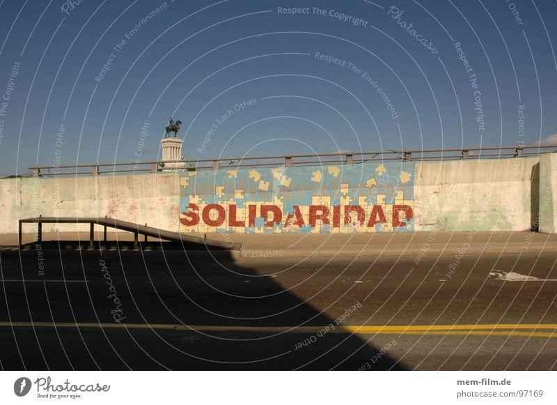 solidaridad Wand Graffiti Arme Schriftzeichen Buchstaben Frieden Kuba Entwicklung Nostalgie links Altstadt international Moral global Wandmalereien Sozialismus