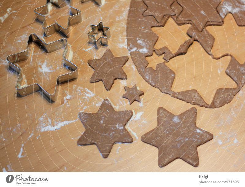 Weihnachtsbäckerei... Weihnachten & Advent weiß grau braun Stimmung Lebensmittel Metall liegen Ordnung frisch ästhetisch Ernährung Kreativität Lebensfreude einzigartig Stern (Symbol)