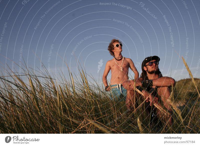 surfer rockers chillin in the sun Ferien & Urlaub & Reisen Landschaft Gras Kunst Wellen Coolness Brille Schnur Kultur Kette Frankreich Bauch Sonnenbrille Surfer
