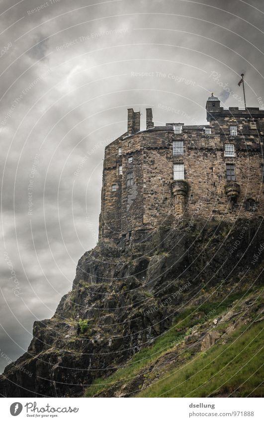 Auf Fels gebaut. Edinburgh Castle Schottland Europa Burg oder Schloss Festung Mauer Wand Sehenswürdigkeit Wahrzeichen alt Bekanntheit dunkel eckig fest groß