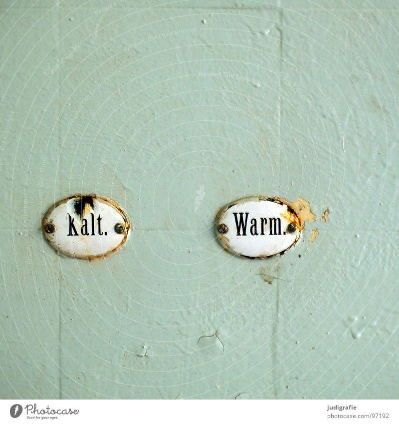 Kalt. Warm. kalt Physik Typographie kaputt Bad verfallen Sanatorium Heilstätte Serife Vergänglichkeit Buchstaben Schriftzeichen Wärme Schilder & Markierungen