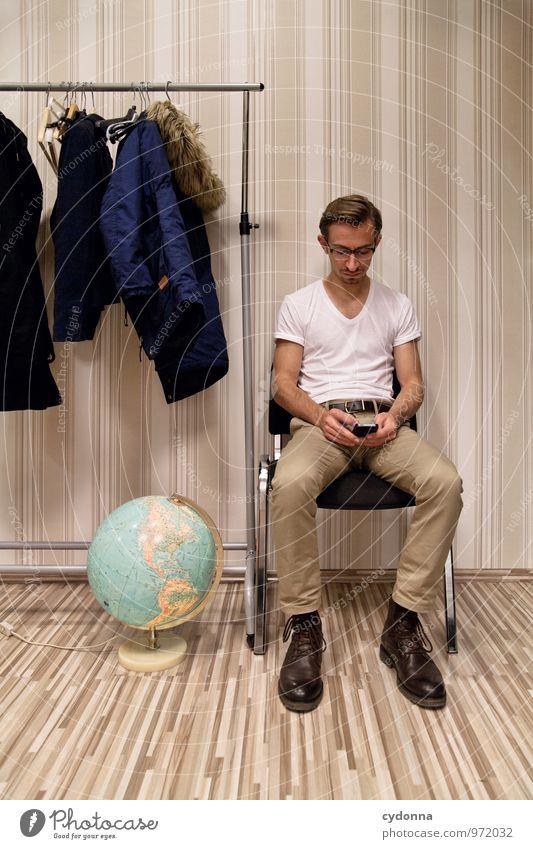 Beschäftigungstherapie Mensch Jugendliche Einsamkeit Junger Mann 18-30 Jahre Erwachsene Leben Zeit Erde Lifestyle Raum warten Kommunizieren einzigartig Pause
