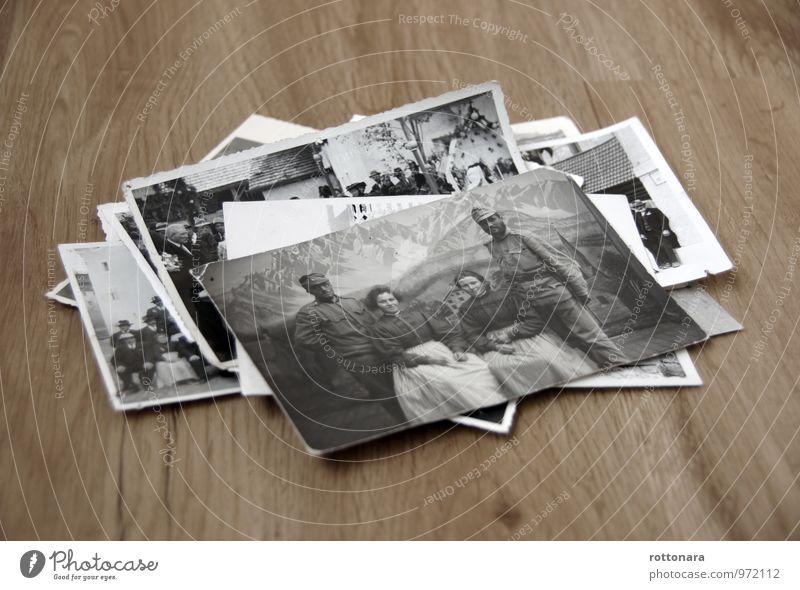 alte Fotos Mensch weiß schwarz Erwachsene Berge u. Gebirge Leben grau Feste & Feiern Menschengruppe liegen authentisch Bekleidung Fotografie Alpen Stoff Hut