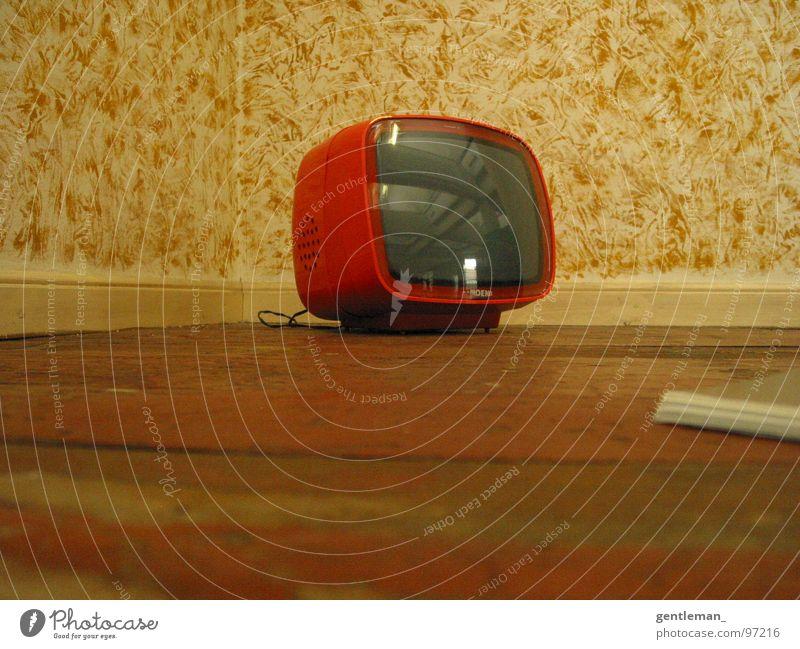 zurück in die Zukunft Fernseher Medien Wohnzimmer Froschperspektive retro Tapete Spiegel Haushalt Entertainment orange 70's 50's Foyer altmodisch homemade