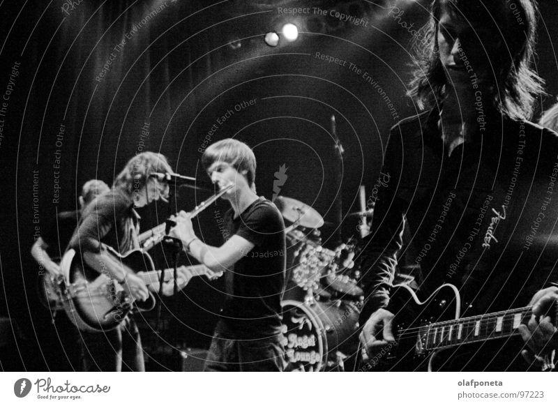 Blue Angel Lounge B/W weiß schwarz Spielen Stimmung Musik Schuhe mehrere Kabel Show Schnur Konzert Rockmusik Gitarre Stiefel Mikrofon Sänger