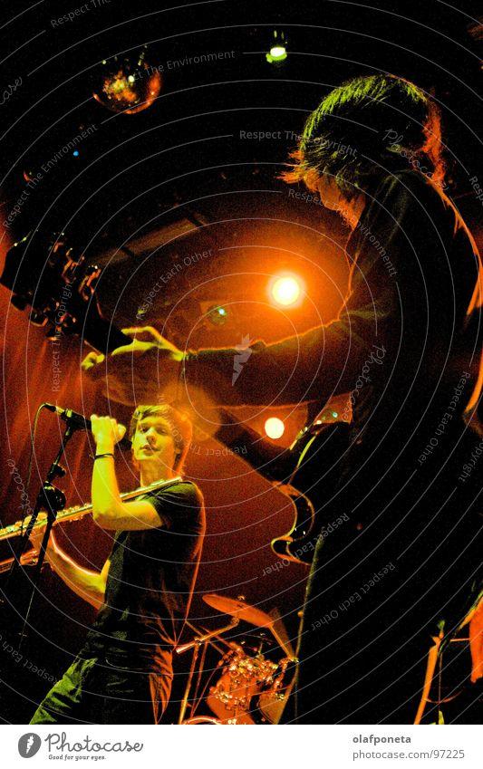 Blue Angel Lounge rot gelb Spielen Stimmung Musik orange mehrere Kabel Show Schnur Konzert Rockmusik Gitarre Stiefel Mikrofon Scheinwerfer
