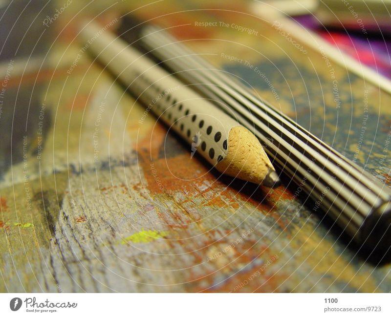 Bleistifte Schreibstift Holz quer Filzstift Holzplatte Möbel tisch makro streichen schreiben Schreibtisch