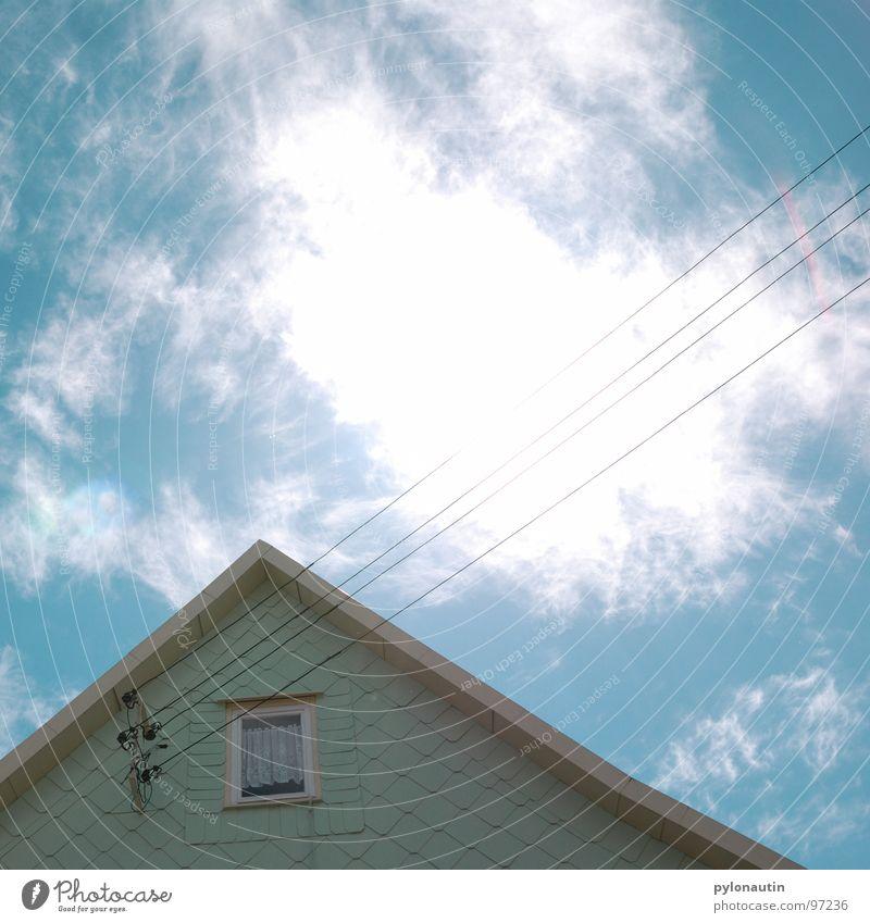 stromlinienförmig drei Himmel weiß blau Haus Wolken Fenster Elektrizität Technik & Technologie Kabel türkis Strommast