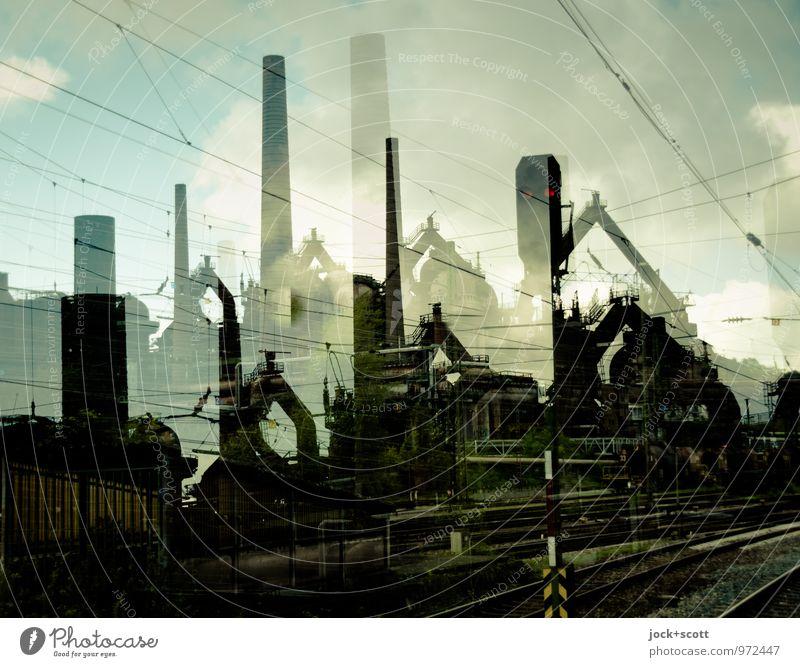 Stahl und Stelle Energiekrise Stahlwerk Weltkulturerbe Wolken Herbst Klimawandel Völklingen Fabrik Schornstein Bahnhof außergewöhnlich dunkel historisch retro