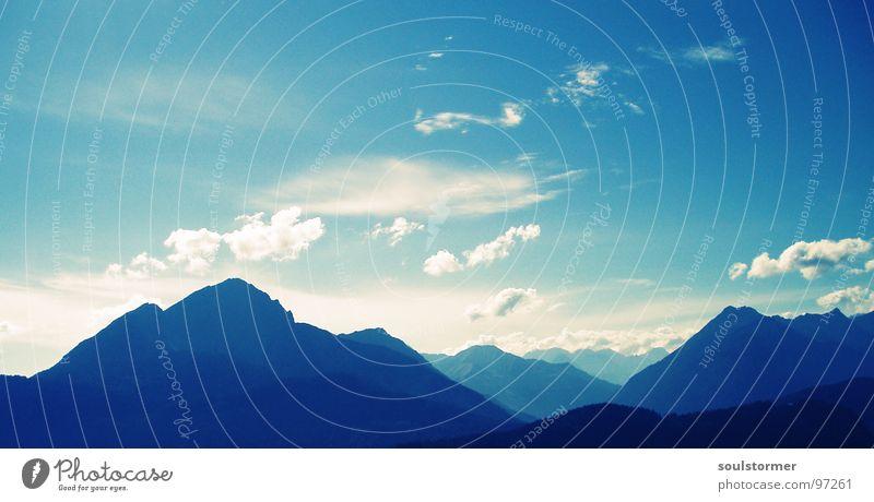 alpine... Sommer Sommertag Bergsteigen Wolken weiß Ferne groß Panorama (Aussicht) Berge u. Gebirge Stein Mineralien Sicherheit Alpen Himmel blau Nebel Größe