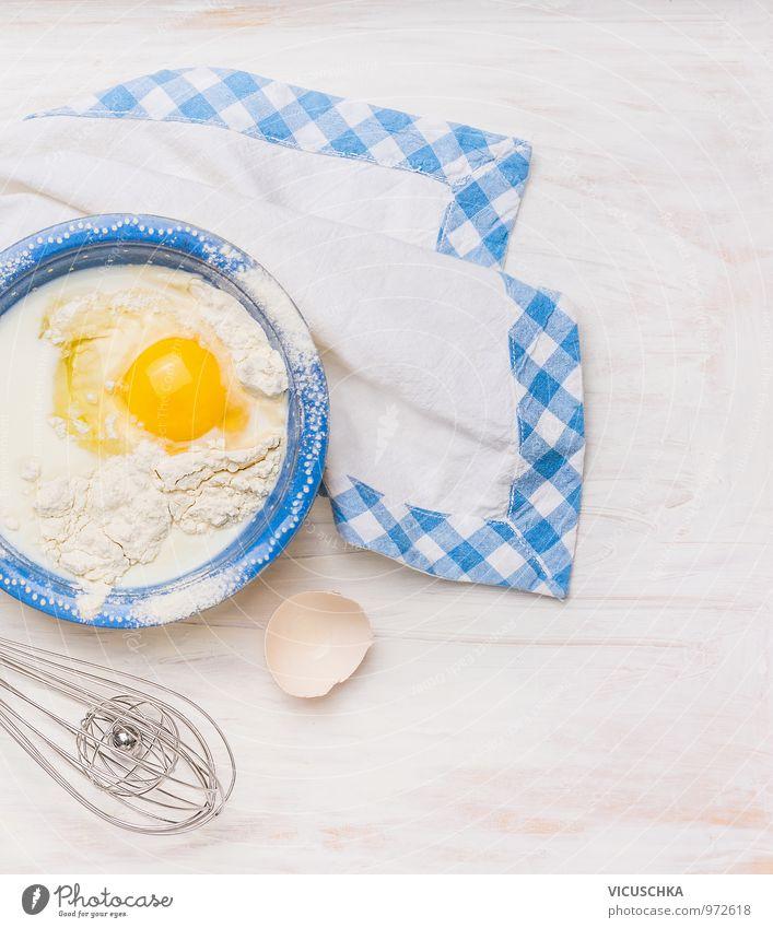 Zutaten fürs Backen: Ei,Milch,Mehl in blauer Schüssel weiß Stil Holz Gesundheit Hintergrundbild Lebensmittel Freizeit & Hobby Design Ernährung