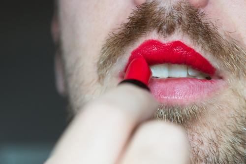 Liberté Mensch Mann schön rot Erotik Erwachsene feminin maskulin Mund Lippen Bart Kosmetik Schminke Homosexualität Lippenstift rebellisch