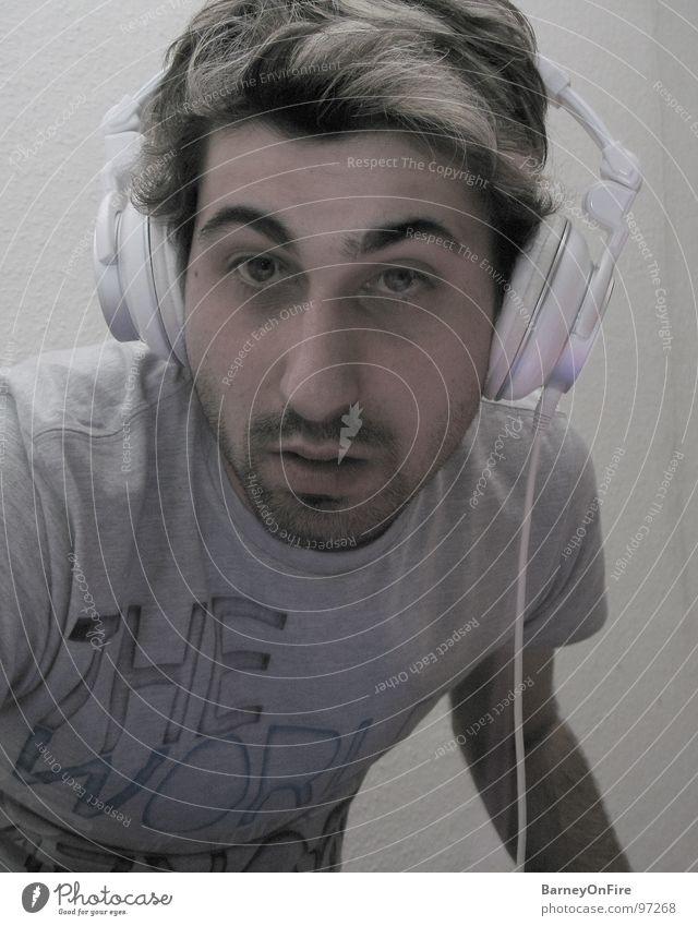 Itaka DJ Italiener Kopfhörer Diskjockey liegen Rauschmittel blond Mann Kerl Freude Konzert Musik Jugendliche Auge Nase Mund Haare & Frisuren Feste & Feiern Mode