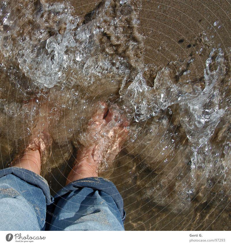 dip dip dip Wasser Ferien & Urlaub & Reisen Meer Sommer Strand Freude kalt Spielen Sand Beine Fuß Gesundheit Wellen nass frisch Coolness