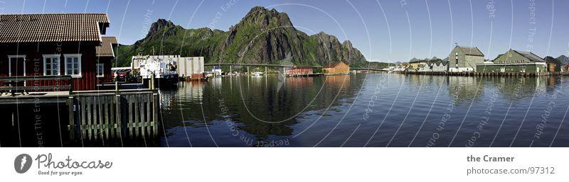 Svolvær Wasser Himmel Meer Haus Wolken Berge u. Gebirge Küste groß Horizont Insel Hafen Schifffahrt Norwegen Panorama (Bildformat) Natur Lofoten
