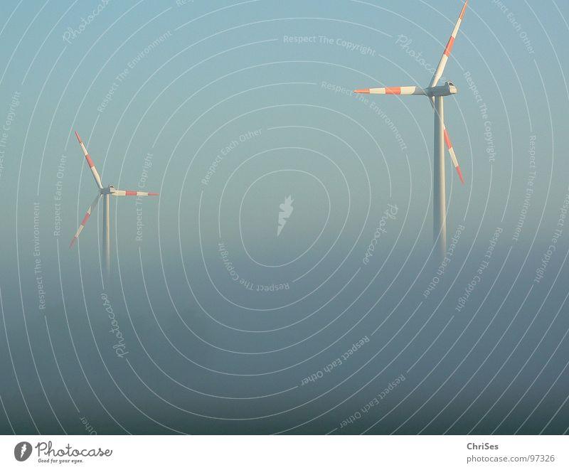 morgens um 6.16 blau rot Sommer grau Landschaft Nebel Wind Horizont Industrie Energiewirtschaft Elektrizität Flügel Windkraftanlage ökologisch Triebwerke