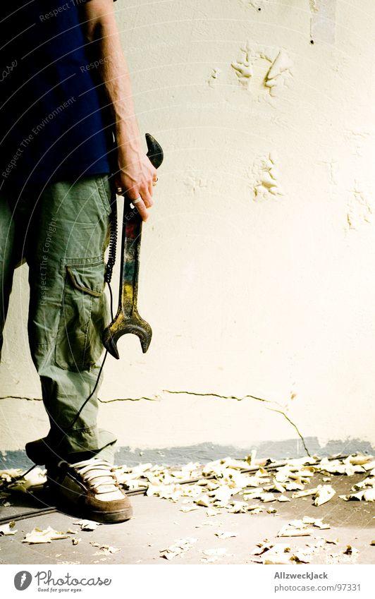 Man at work Handwerker Arbeit & Erwerbstätigkeit Schraubenschlüssel Reparatur Umbauen Baustelle Schlüssel Mann Putz Wand verfallen Pflicht kaputt Werkzeug