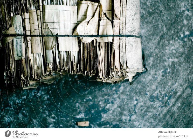 SERO Altpapier Papier Bündel Recycling umweltfreundlich gebunden Sammlung Müll Papiermüll wegwerfen Umweltschutz Dienstleistungsgewerbe Vergänglichkeit Zeitung