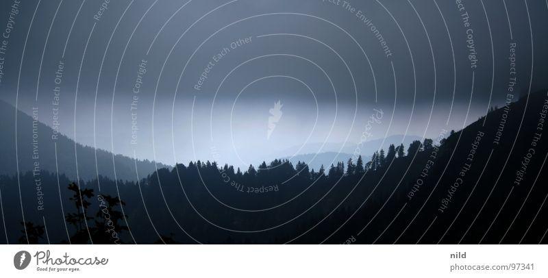 Do kummt a Weda (da kommt ein Gewitter auf) dunkel Regen Wolkenband Gewitterwolken Oberbayern Berge u. Gebirge alpin Bergsteigen Überraschung Streifen Horizont